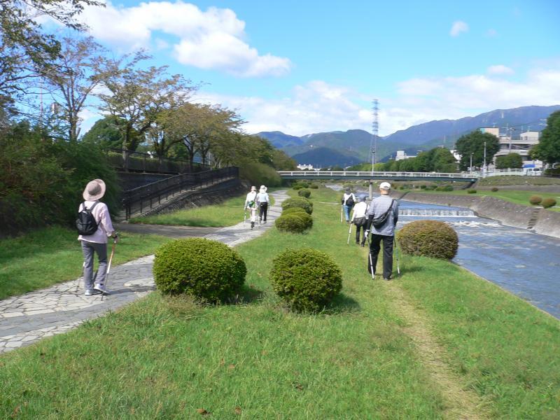 水無川沿岸を歩く
