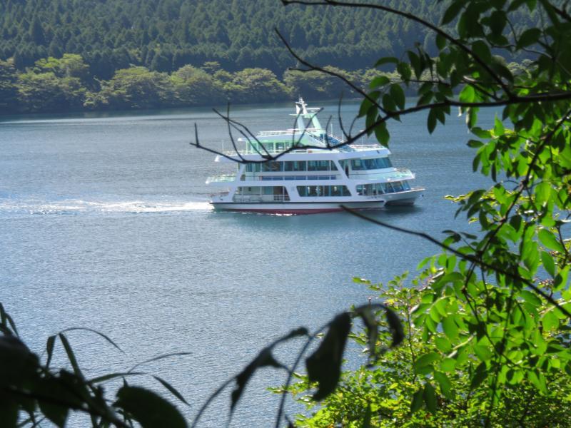 芦ノ湖の双胴船