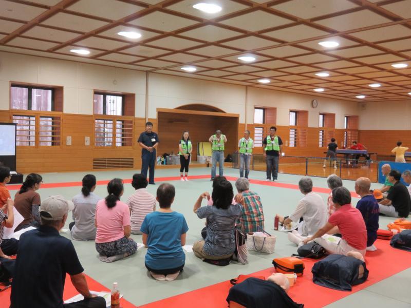 体育館の武道場で講習が始まりました