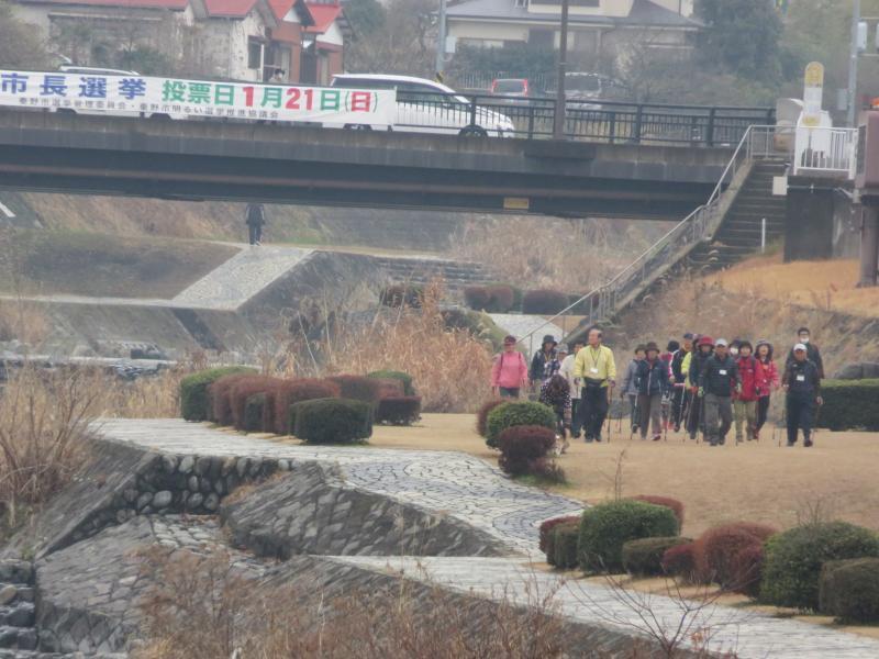 橋には市長選の横断幕