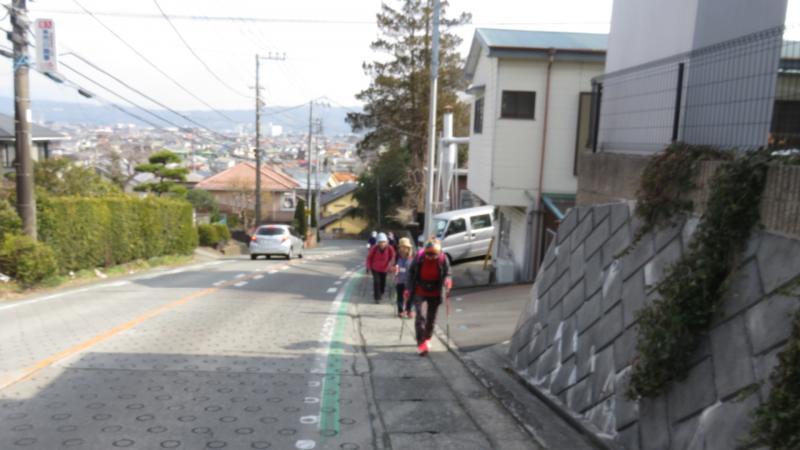 諏訪の原公園までは急坂