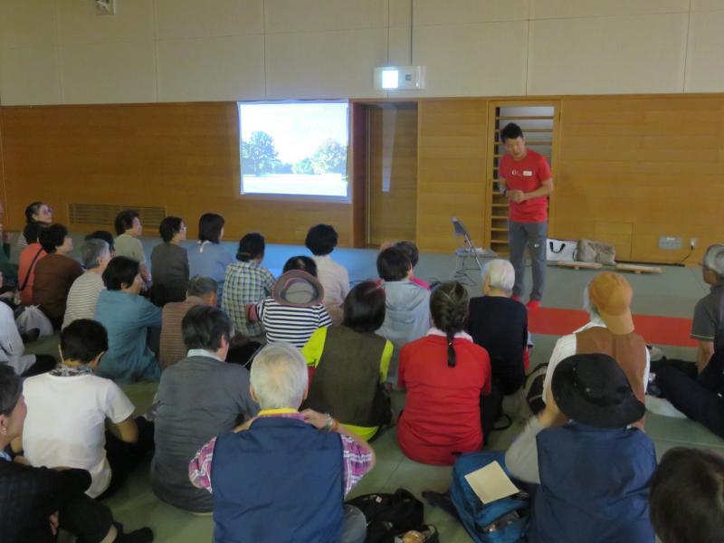 体育館武道場で講演会です