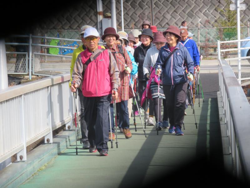 人道橋を渡って終了