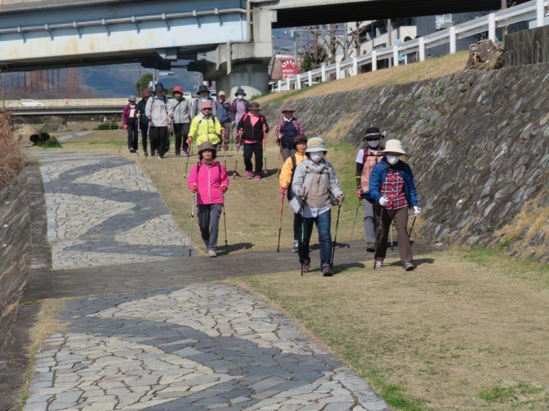 富士見橋で水分補給終えて