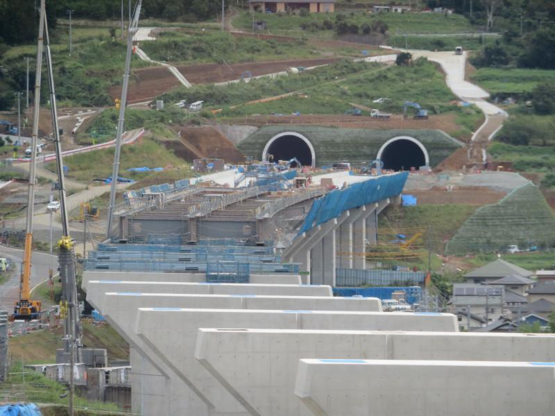 PR館から工事中のトンネルが見える