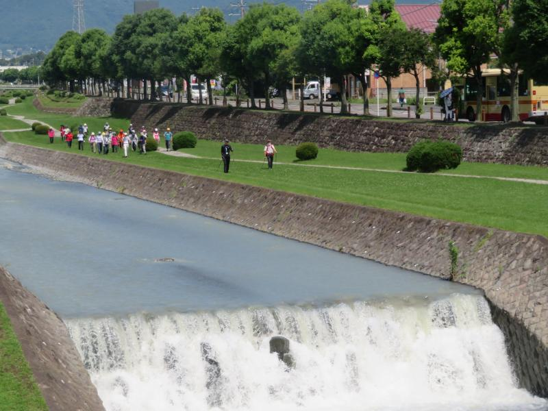 水無川昨日の雨で水量が多いです