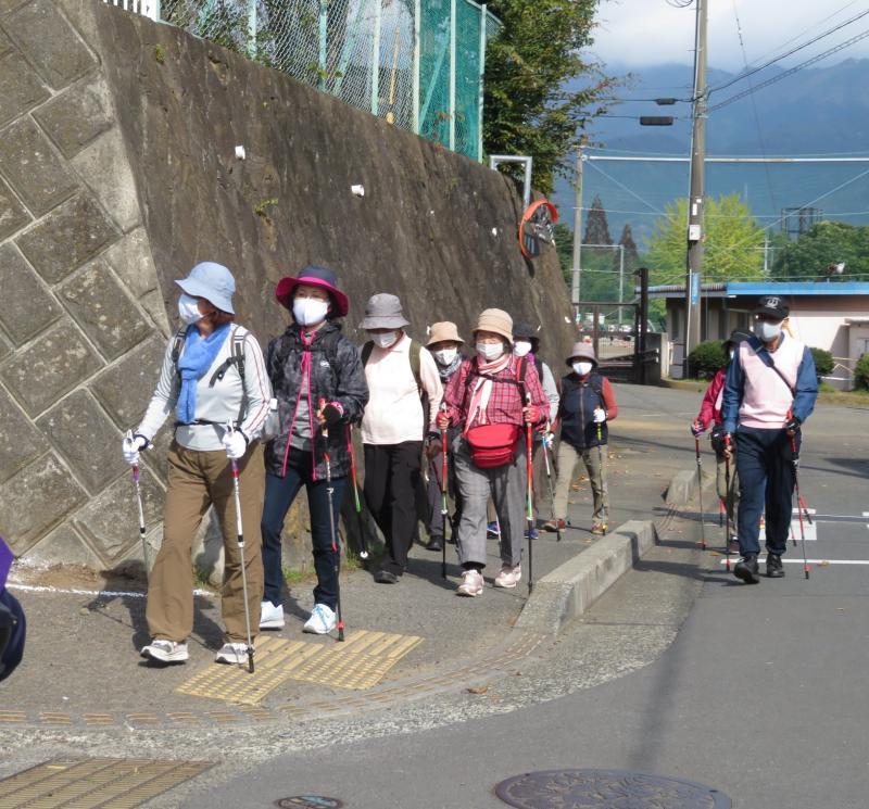 渋沢駅から渋沢公民館へ
