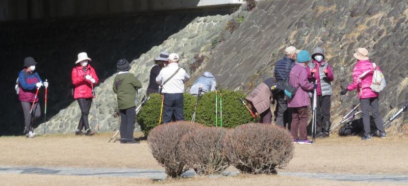 左岸コースは富士見橋で水分補給