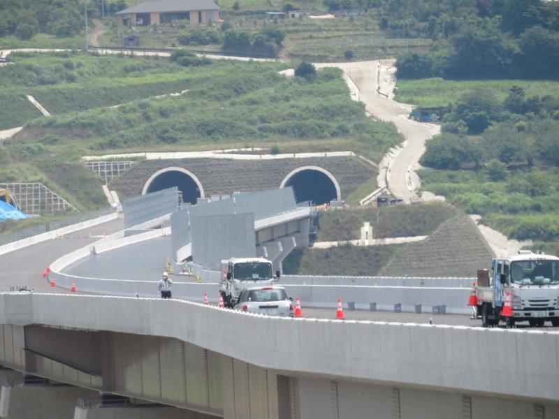 来年開通するトンネルの名称?