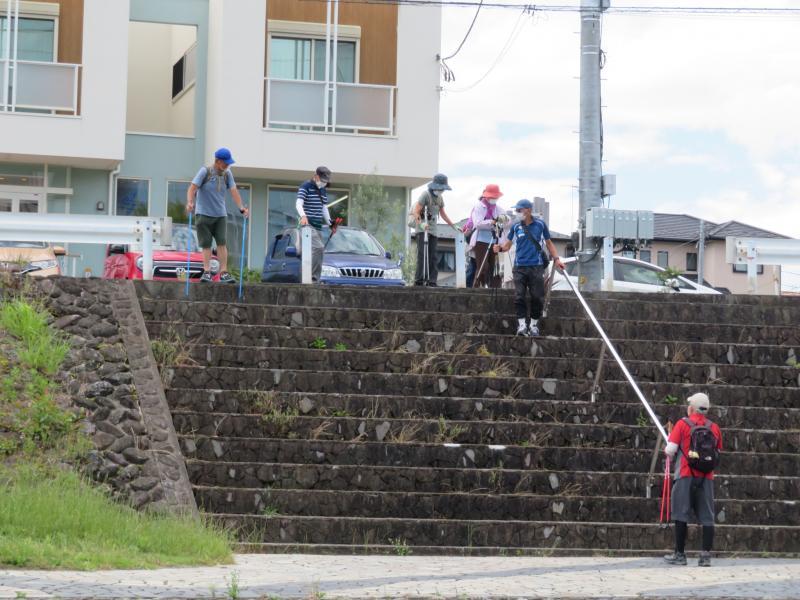 下りる階段の注意を