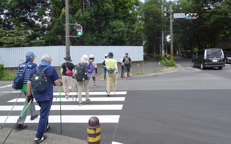 渋沢駅に向かいます