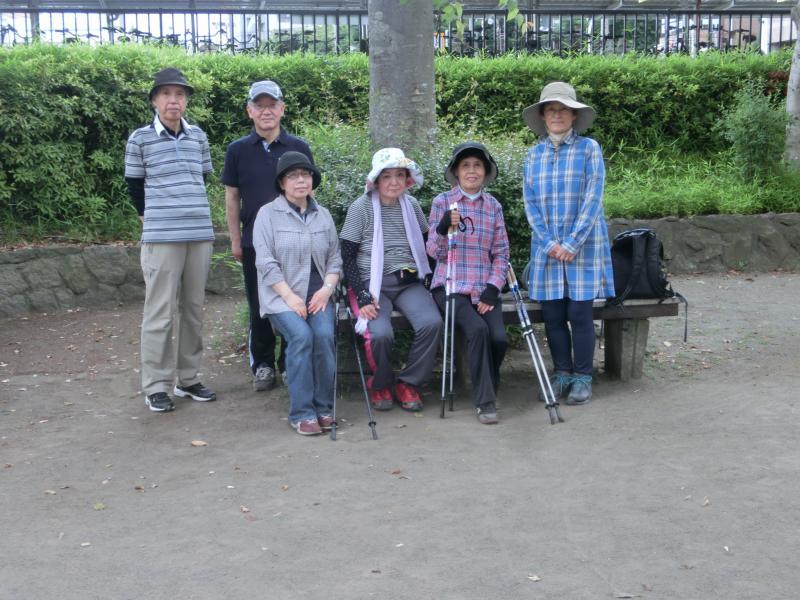 鶴川駅東公園にて