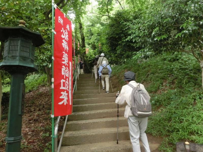 薬師堂への階段