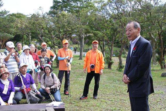 キャンプ村で箱根町長の挨拶