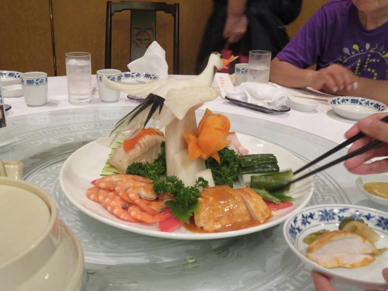 重慶飯店から前菜を頂戴しました