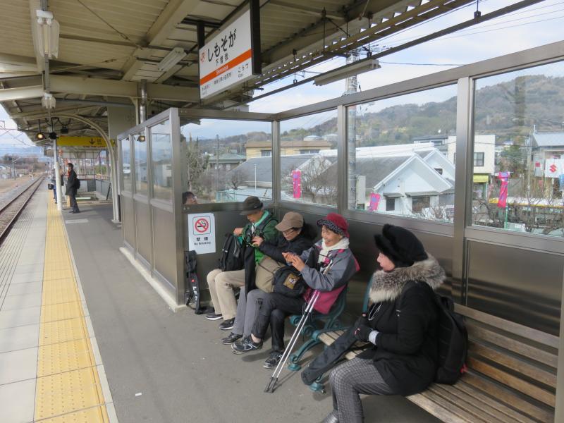 下曽我駅ホーム