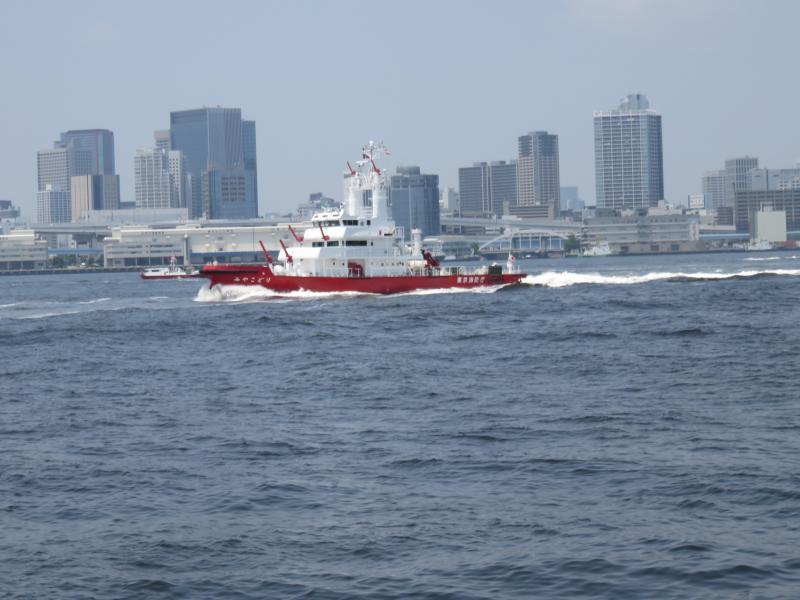 消防庁の船も何隻も