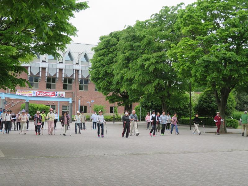 体育館前で基本歩行