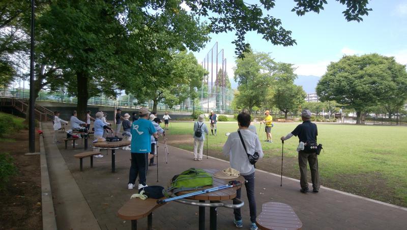 ピクニック広場で筋トレ