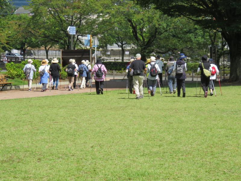 ピクニック広場を出発