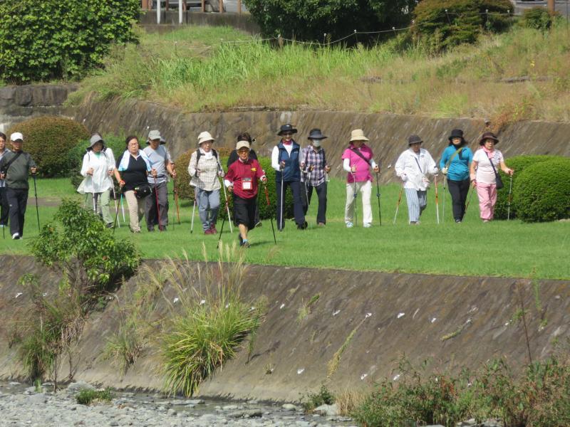 うさぎグループは水無川緑道を