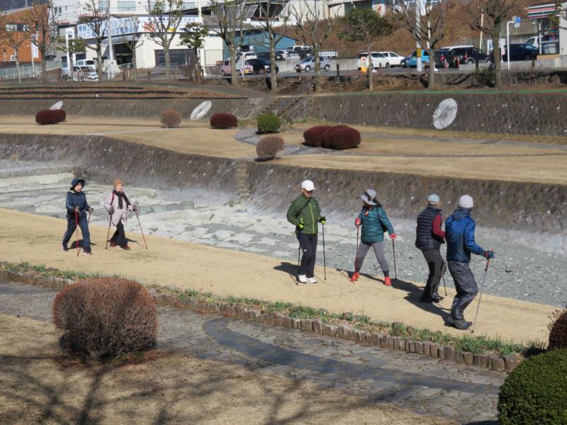 うさぎさんたちは水無川緑道