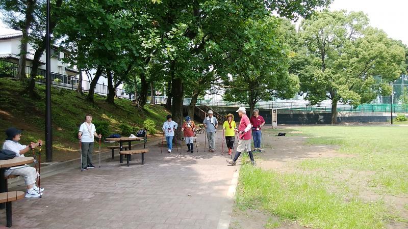 ピクニック広場でゲーム