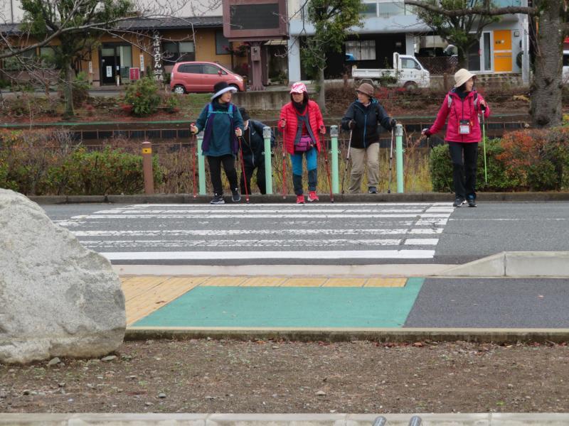 横断歩道はコーチが安全確認