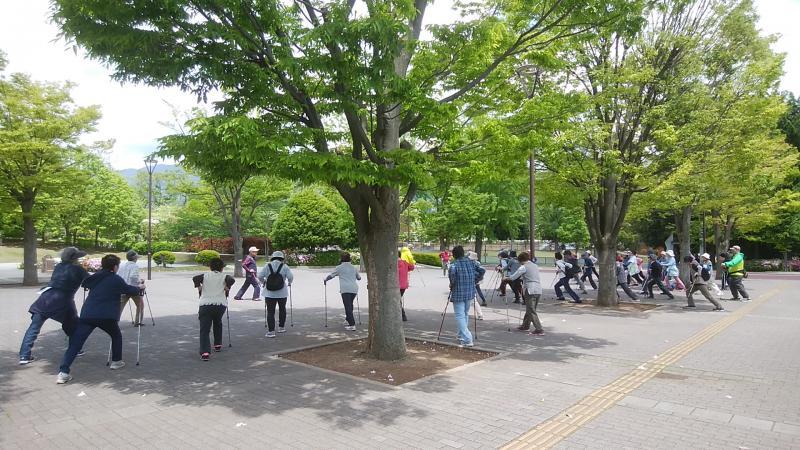 陽射しが強くなり、木陰で整理体操