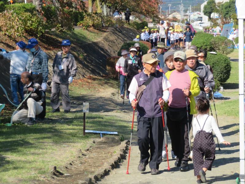 水無川緑道は市民の日の片づけ中