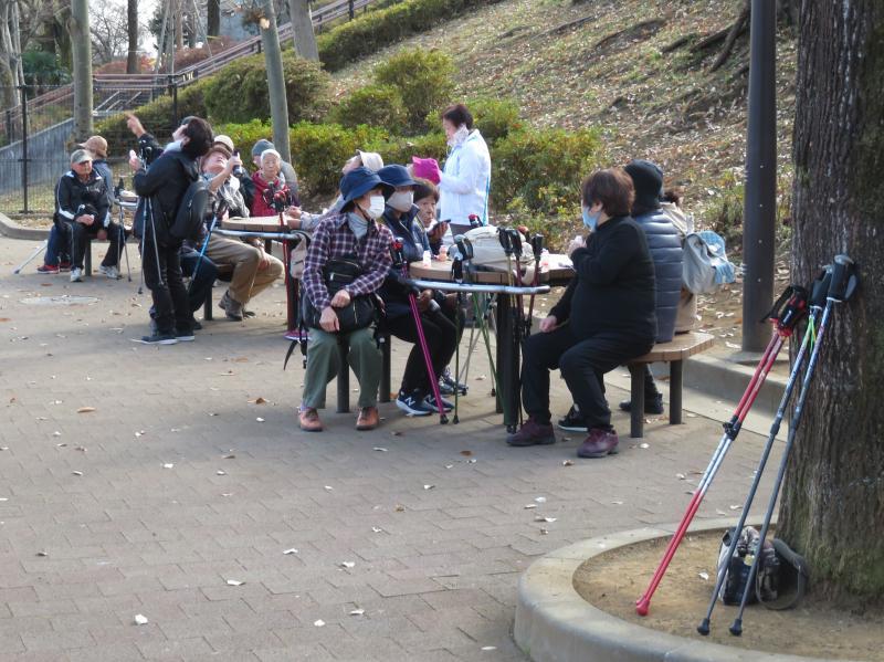 ピクニック広場でおやつタイム