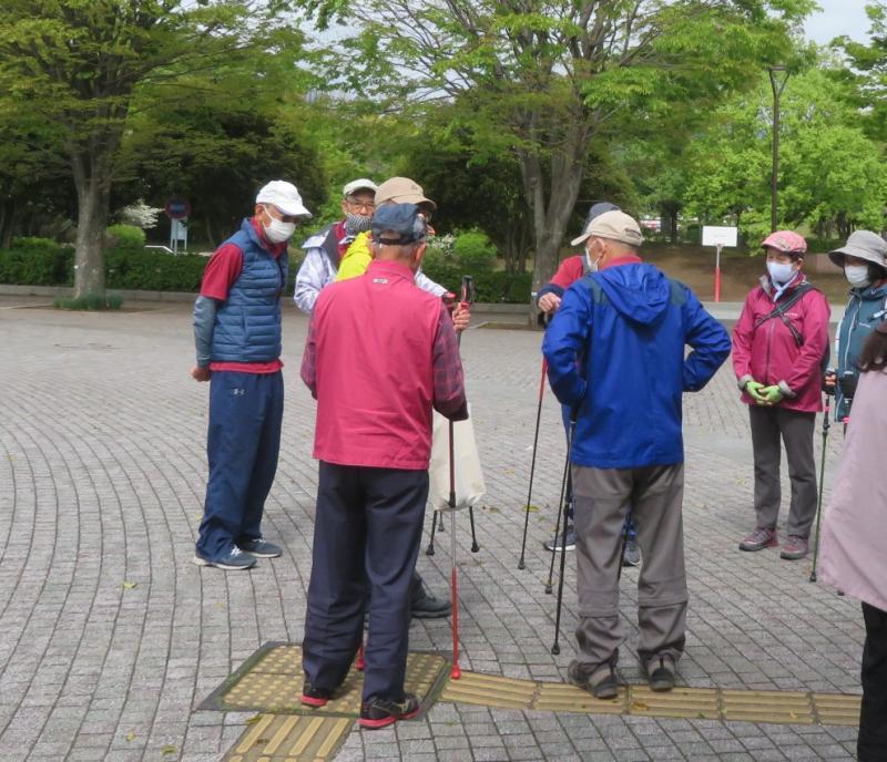コーチが集まり、コースや注意事項の打ち合わせ