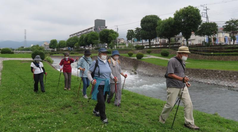 こがめさんグループ水無川右岸を行きます